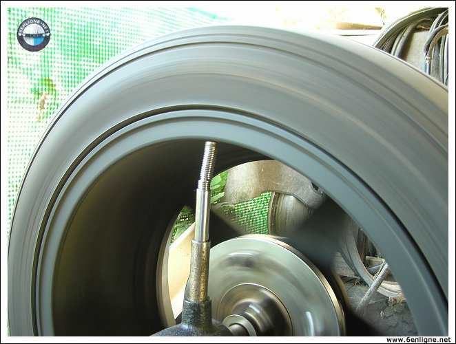 equilibrage de pneu l 39 ancienne liaison au sol pneumatiques amortisseurs freinage. Black Bedroom Furniture Sets. Home Design Ideas